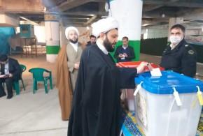 حجت الاسلام والمسلمین استیری امام جمعه باقرشهررأی خود را درصندوق رأی انداختند